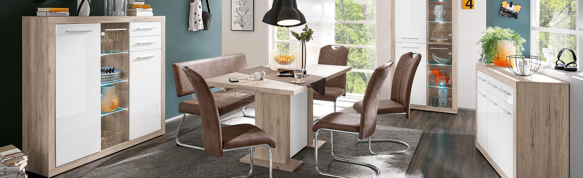 Speisezimmer mit Sideboard, Sitzbank, Highboard, Vitrine, ausziehbarem Esstisch und Schwingstühlen günstig kaufen bei Robin Hood Möbel+Küchen in Donaueschingen
